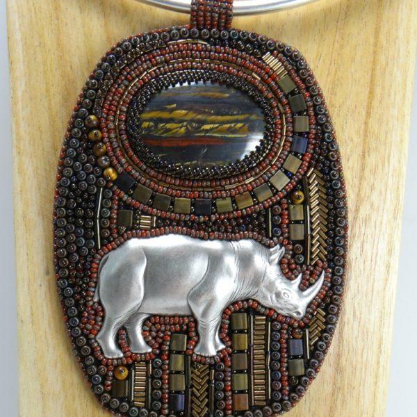 collier pendentif rhinoceros
