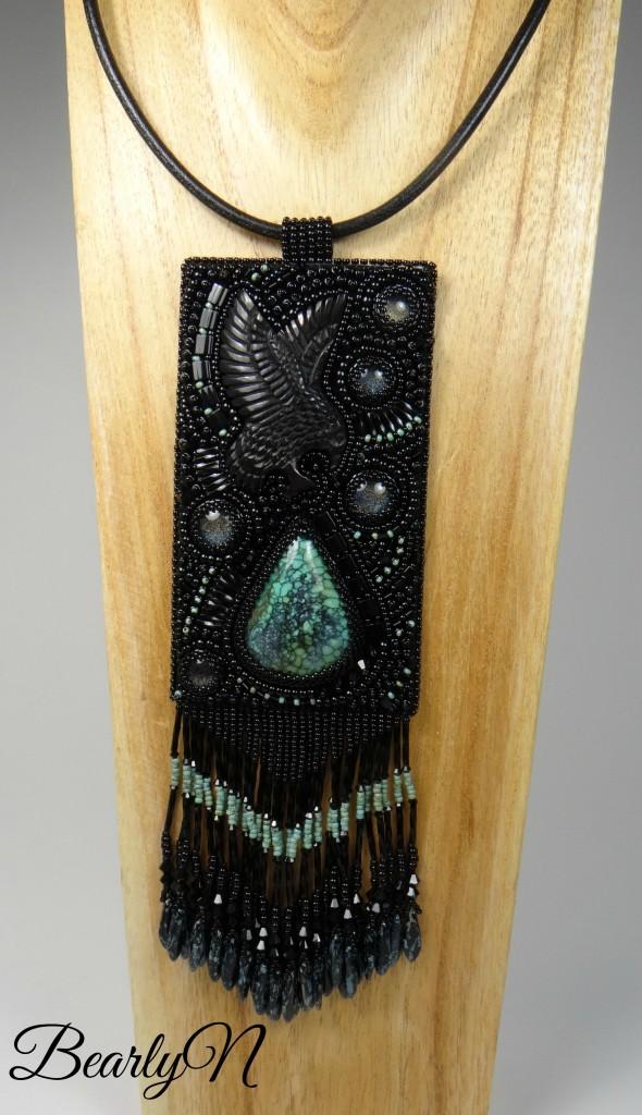 pendentif aigle totem sur buste bois